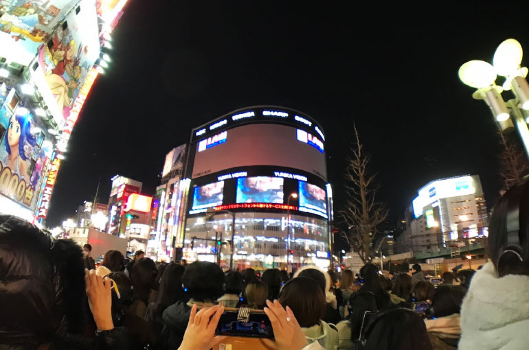 上映会時の写真 西武新宿Pepe広場からも観覧