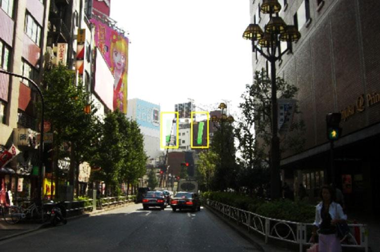 建設工事開始前、景観計画を開始したときの新宿Pepe脇路上からの写真。ビル完成イメージを割り出していく。