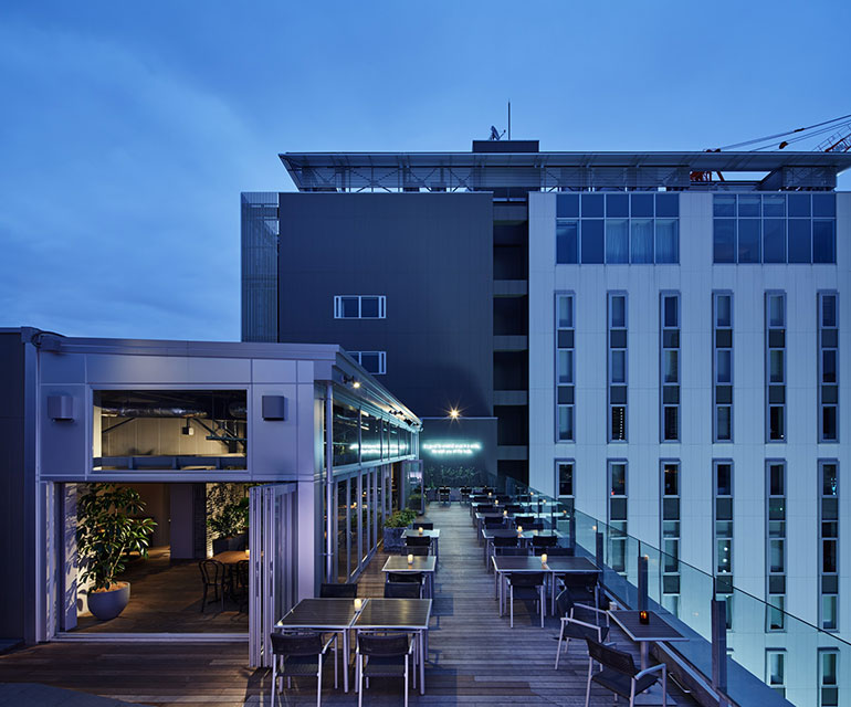 「roof top bar & terrace G」