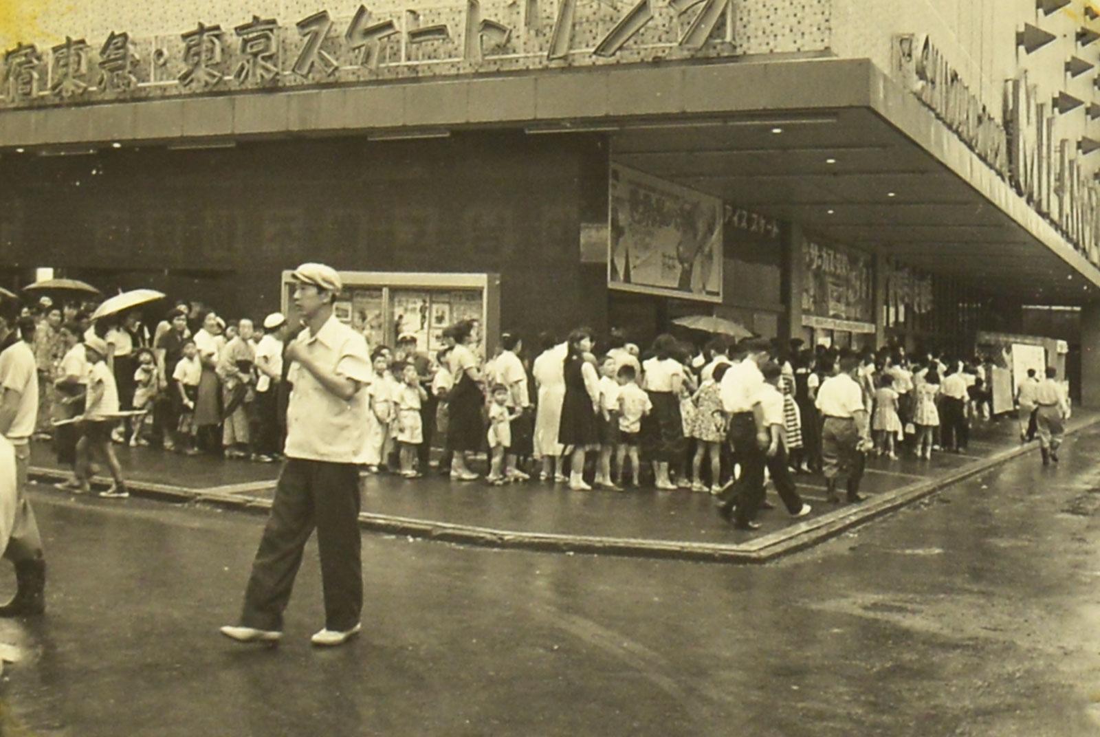 かつて「新宿TOKYU MILANO」に併設され人気を博したスケートリンク(外観) 資料提供先・所蔵先 東急レクリエーション