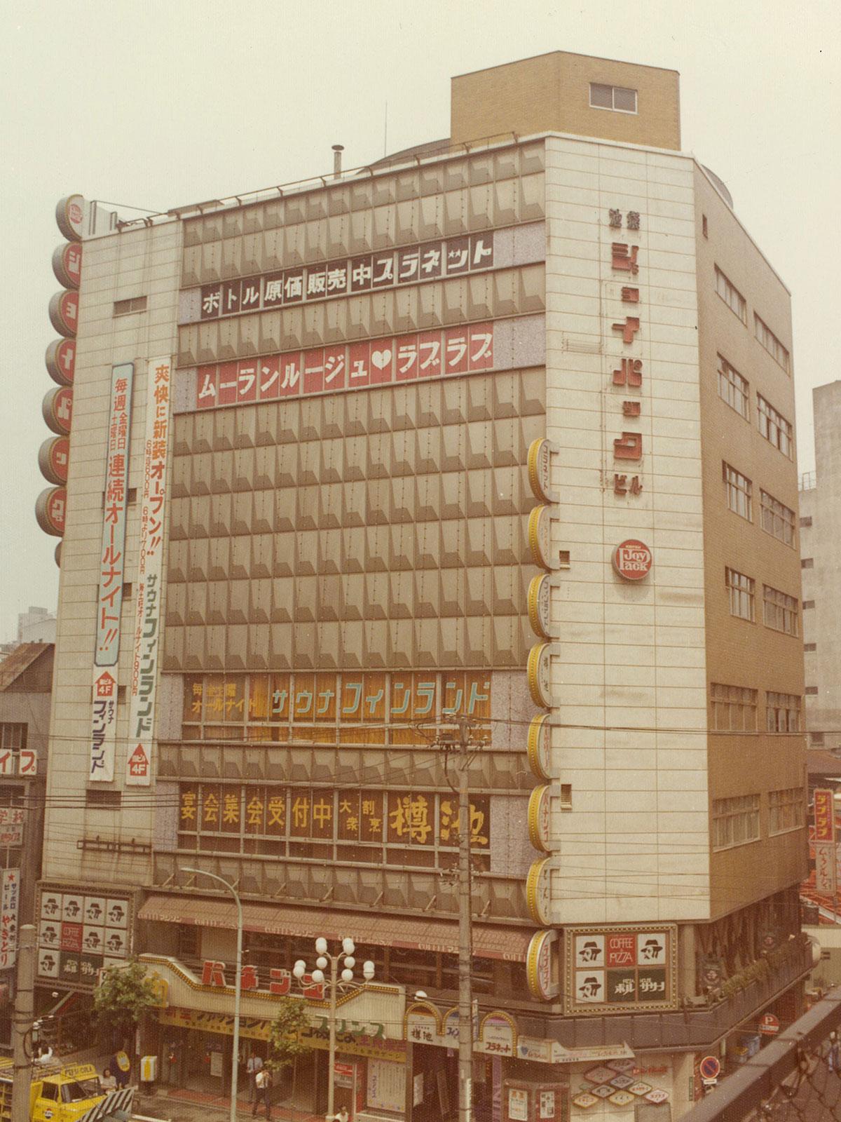 「新宿劇場」の跡地に建てた「新宿ジョイパックビル」(1993年、現在の「ヒューマックスパビリオン新宿歌舞伎町」に改称)
