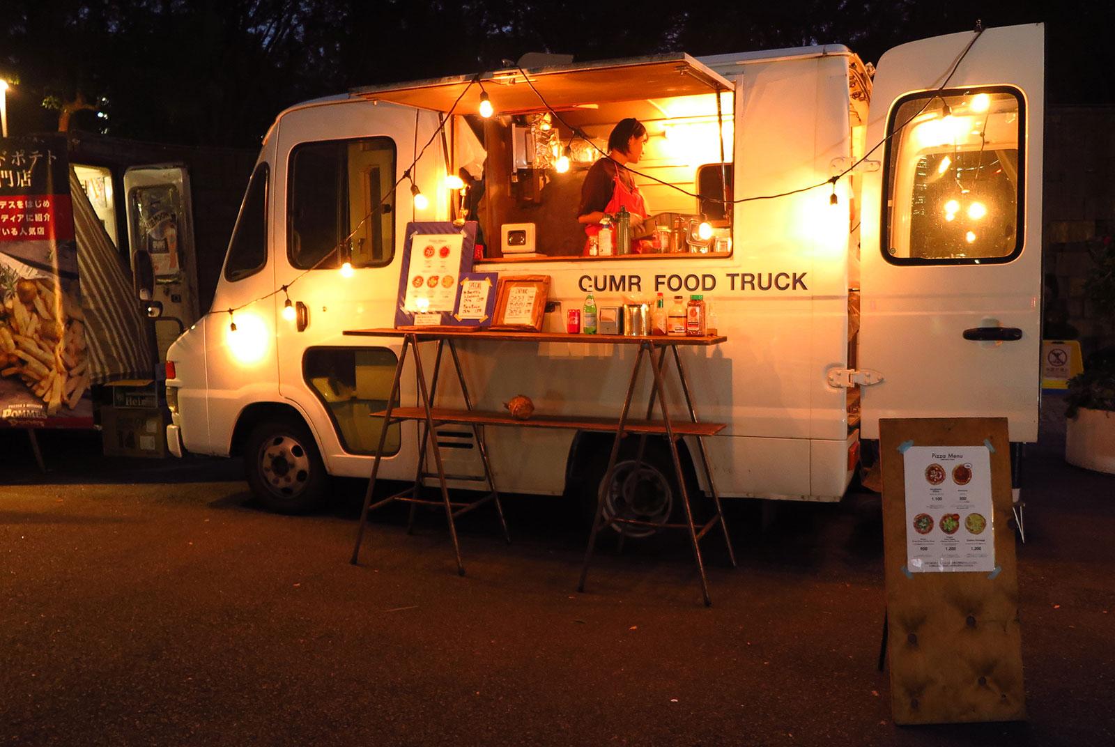 上映会場の雰囲気に合わせたて出店したキッチンカー(「新宿パークシネマフェスティバル」)