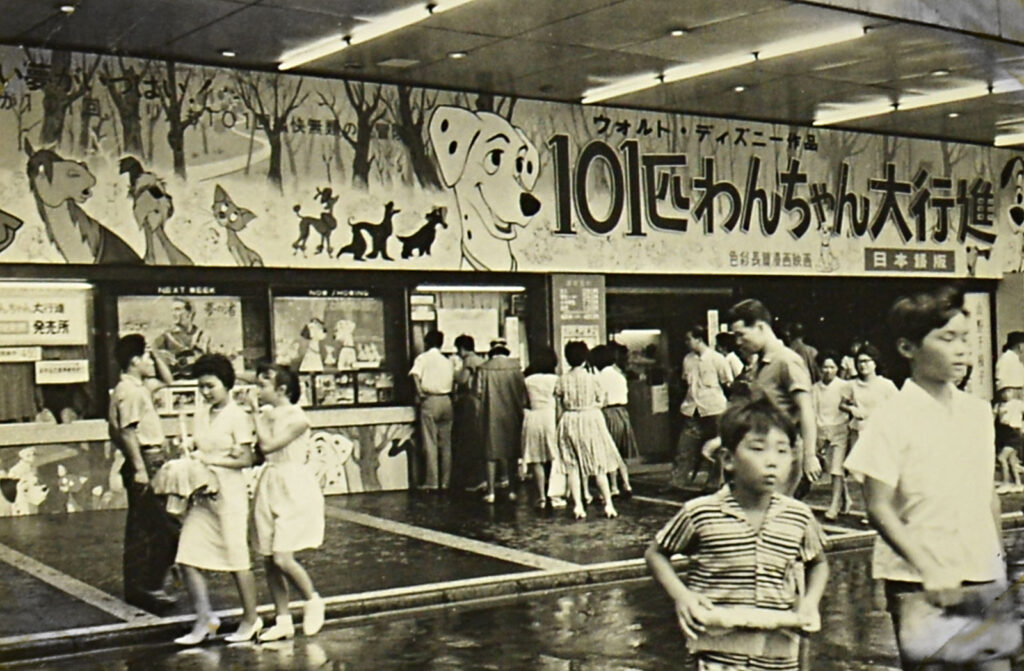 1960年代。映画館には子ども連れの家族の姿も多く見られた